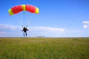 La Dropzone Europhenix à Royan - saut en parachute tandem - stage parachutisme